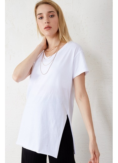 EKA V Yaka Kısa Kol Yırtmaçlı T-Shirt Beyaz